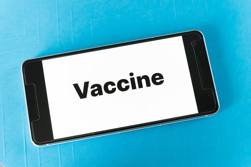 Правительство Израиля ввело обе дозы вакцины более чем половине населения
